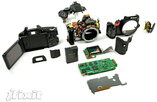 2011-04-26-nikond5100teardown